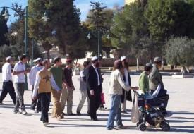 عشرات المستوطنون يقتحمون الأقصى وشرطة الاحتلال تدنس الجامع القبلي